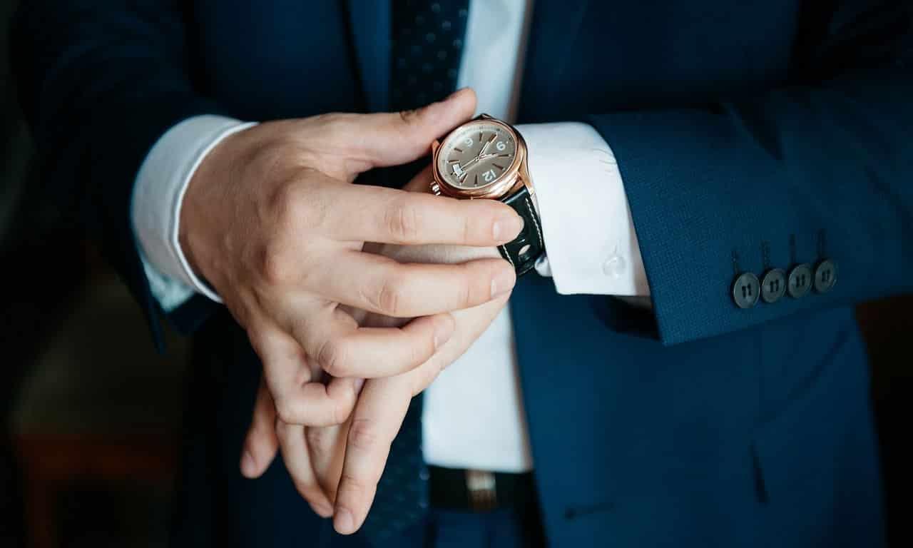 На какой руке носят мужские часы?