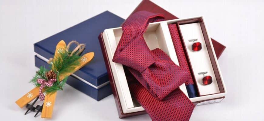 Подходящий новогодний галстук для мужчины: лучшие сочетания