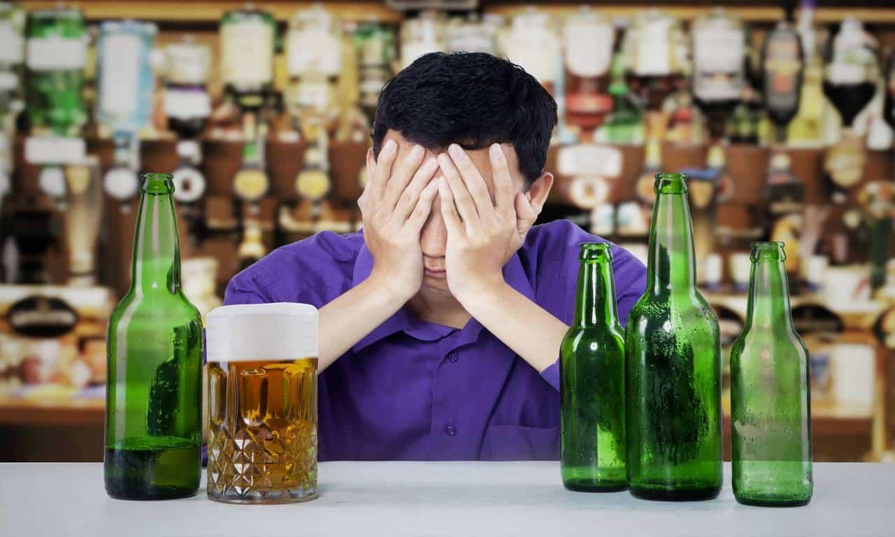 Алкоголь в любом виде вызывает обострение геморроя